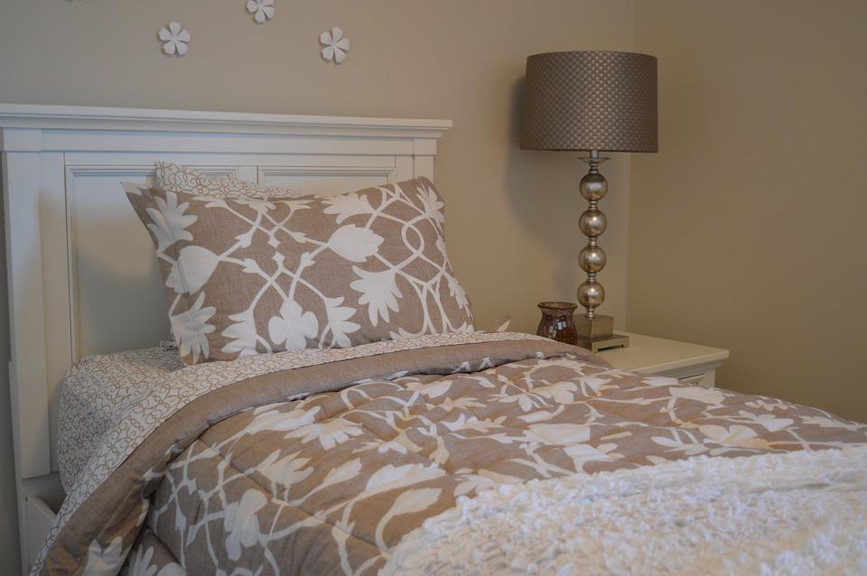 Pomysł na stylową sypialnię, czyli pościel w roli głównej